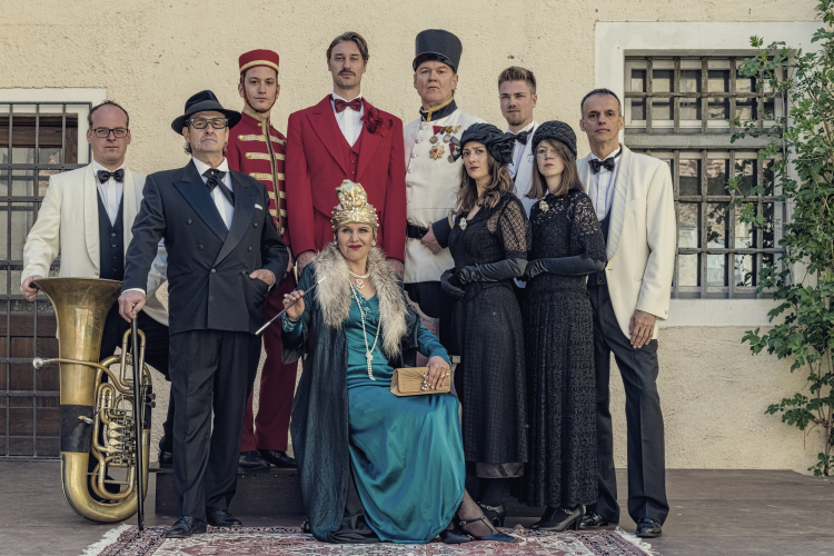 "Theater – ""Grand Hotel Tschumpus"""
