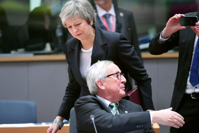 Teresa May und Jean-Claude Jun­cker